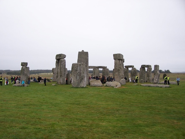 Stonehenge Autumn Equinox 2009 - That's a manageable number of people